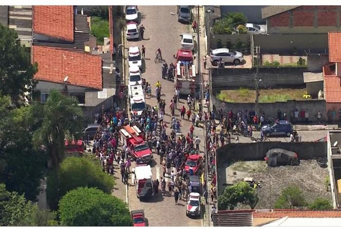 TRAGÉDIA. Adolescentes atiram dentro de escola na Grande São Paulo, matam oito e depois de suicidam